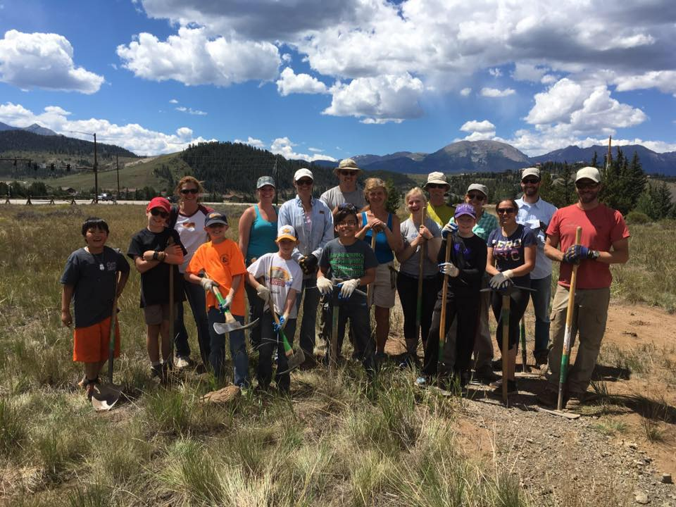 4-H Participants in an Open Space and Trails project